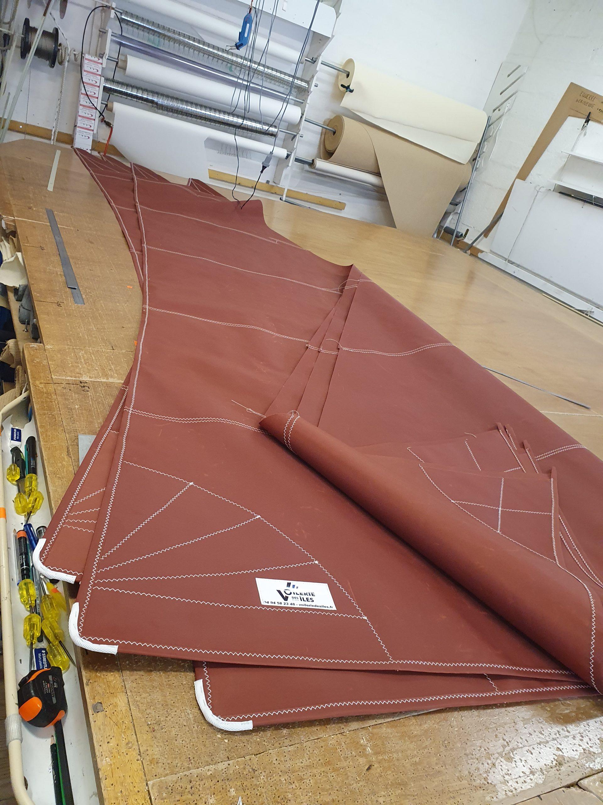 Réparation voile à Hyères